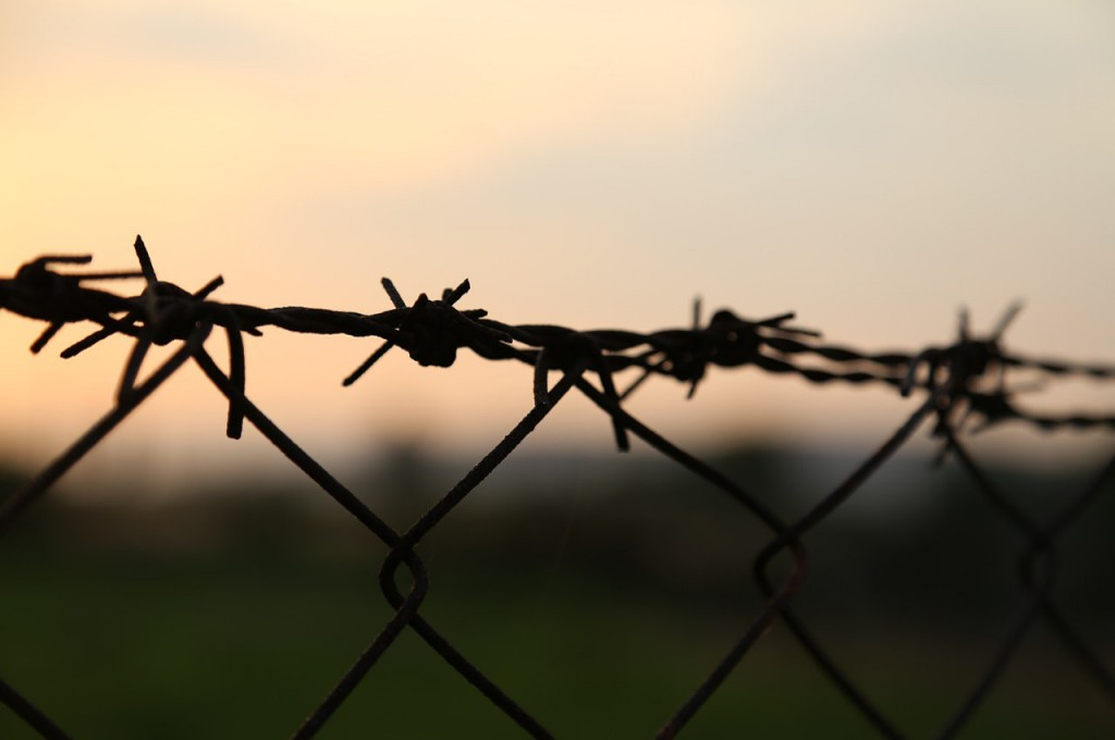 1barbed-wire-1052651_1280